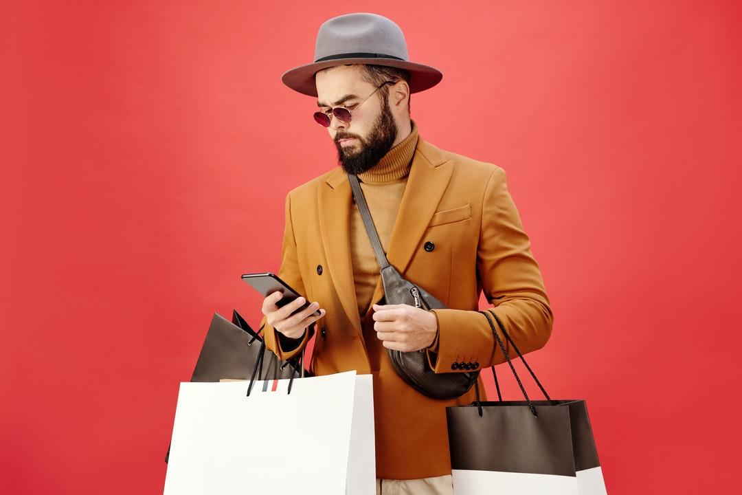 Cliente con sus compras.