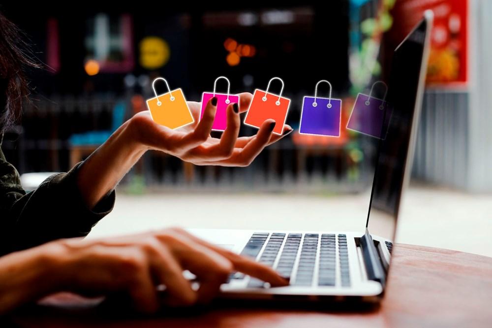 Persona haciendo compras en internet