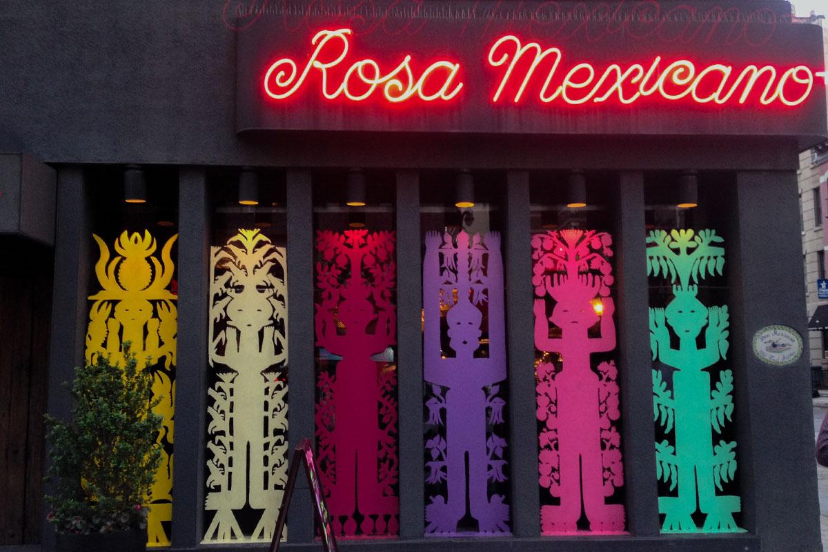 Rosa Mexicano llega a un acuerdo de $3.6 millones con meseros por violaciones de propina y sobretiempo