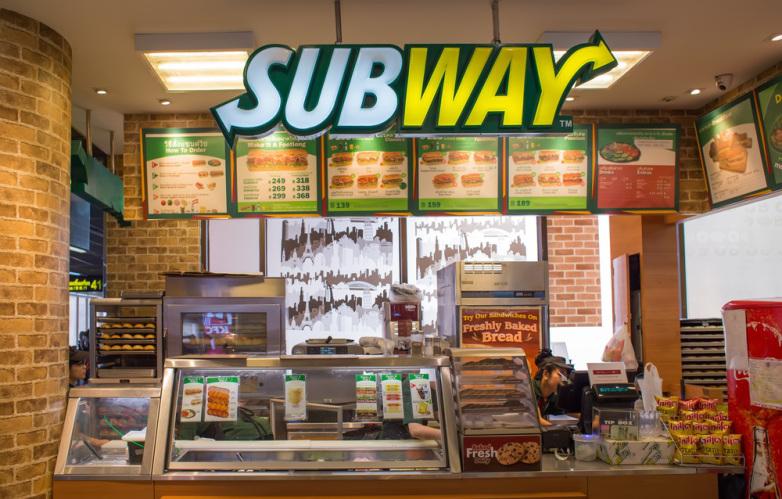 La sandwicheria SUBWAY resuelva caso de pago de horas extras