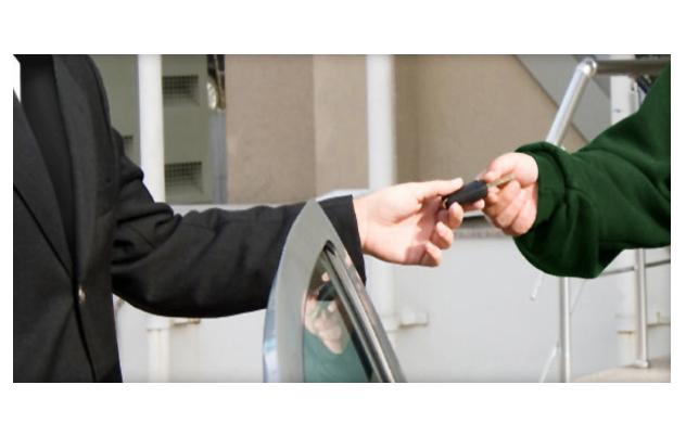 Servicio de estacionamiento fue demandado por violaciones de pago