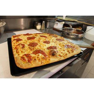 Zesty Pizza Demandado Por Violaciones de Pago de Sobre Tiempo
