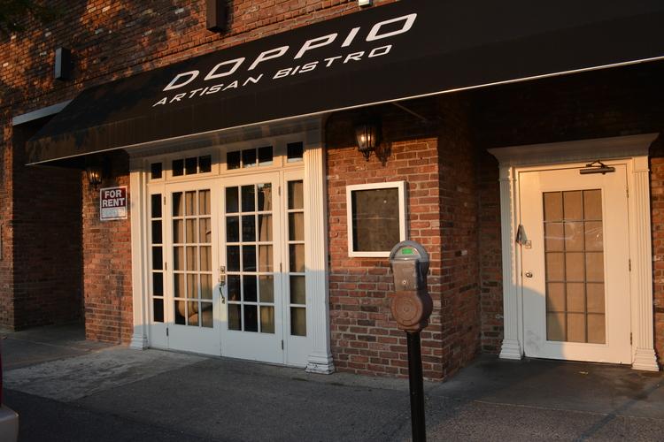 Restaurantes en Connecticut demandados para robo de salario y horas extras no pagados