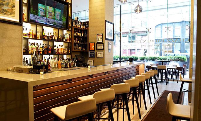 Chazz Palminteri Restaurant Demandado por Pago de Horas Extras