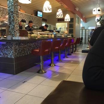 Sushi Village Demandado por Violaciones de Pago