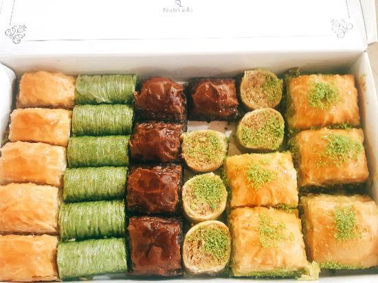 Dos trabajadores de cocina ganan $388 mil en un caso contra panadería Turca