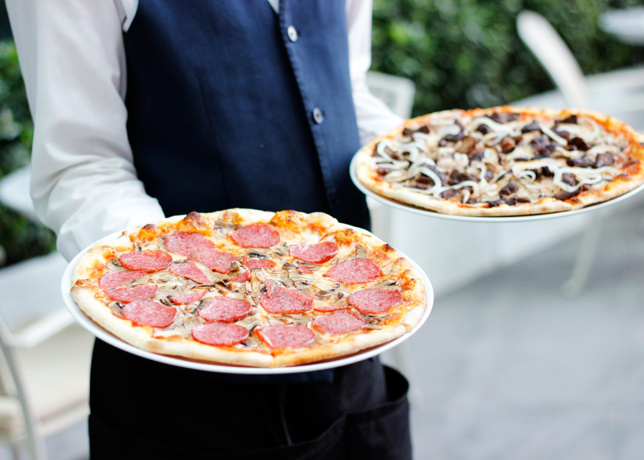 Restaurante de Pizza Pagará $362Mil para Resolver Demanda por Robo de Salarios