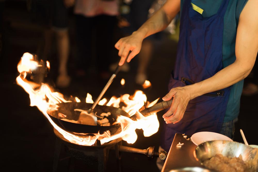 Restaurantes Tailandés en Nueva York Pagan $3.7 Millones Para Resolver Demanda de Salario Mínimo y Horas Extras