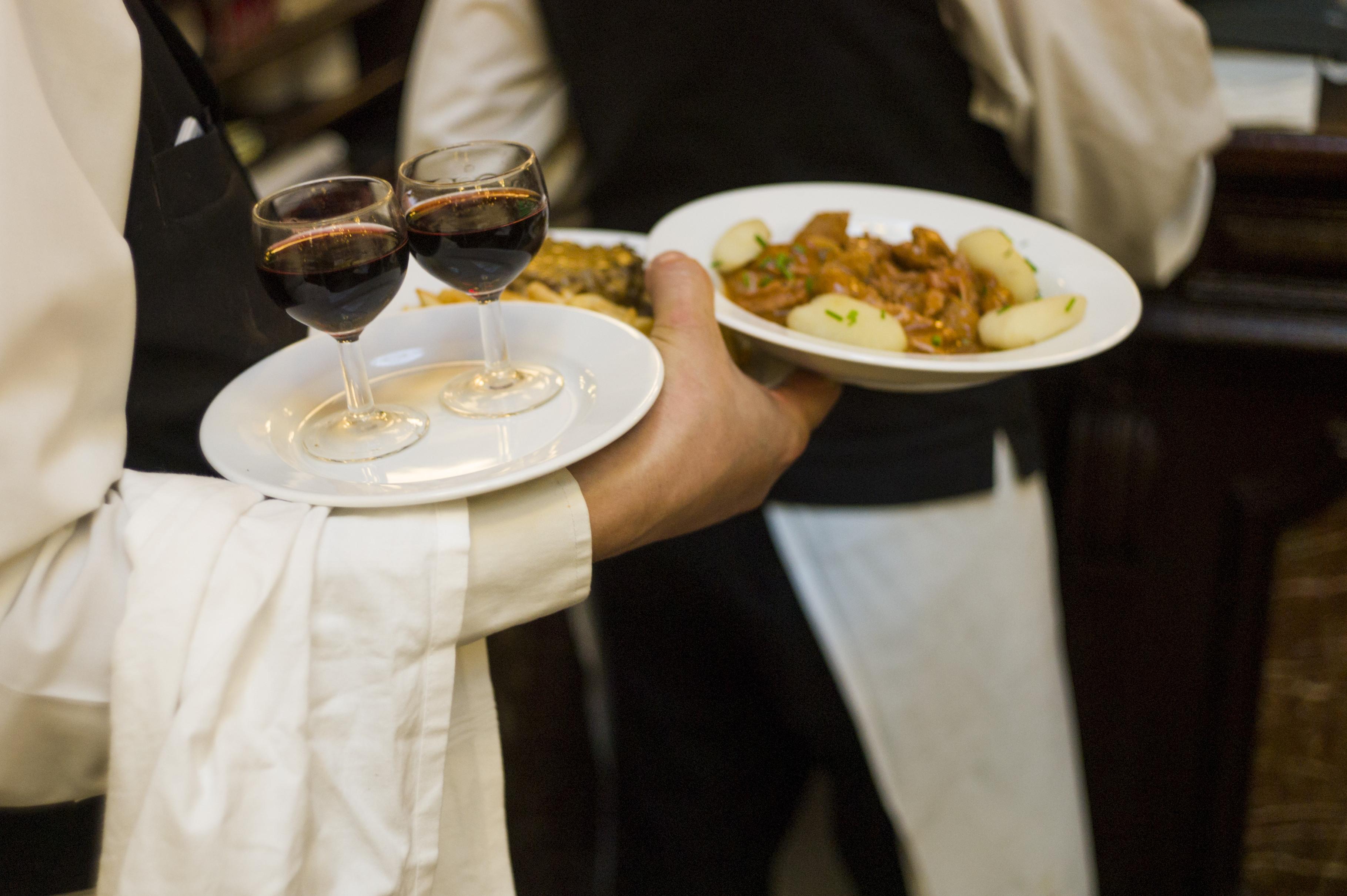 Restaurantes de Connecticut pagaran $116,087 a 35 Empleados por Violaciones de Robo de Salarios