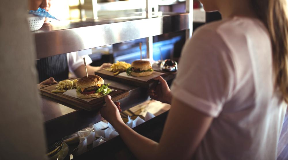 Restaurantes de Long Island Pagaran a 79 Empleados por Robo de Salarios
