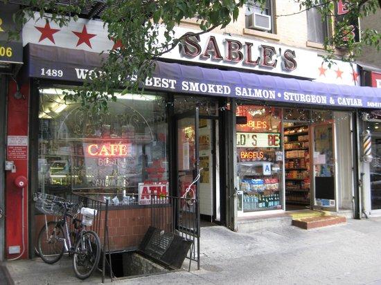 Un Restaurante de Manhattan Paga $85,000 por Horas Extras no Pagadas
