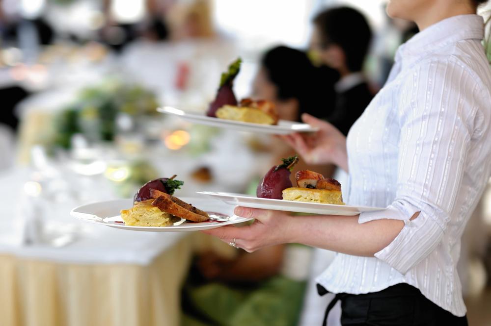 Propietario de restaurante en Buffalo pagará 90 mil por someter a las empleadas a un ambiente de trabajo hostil