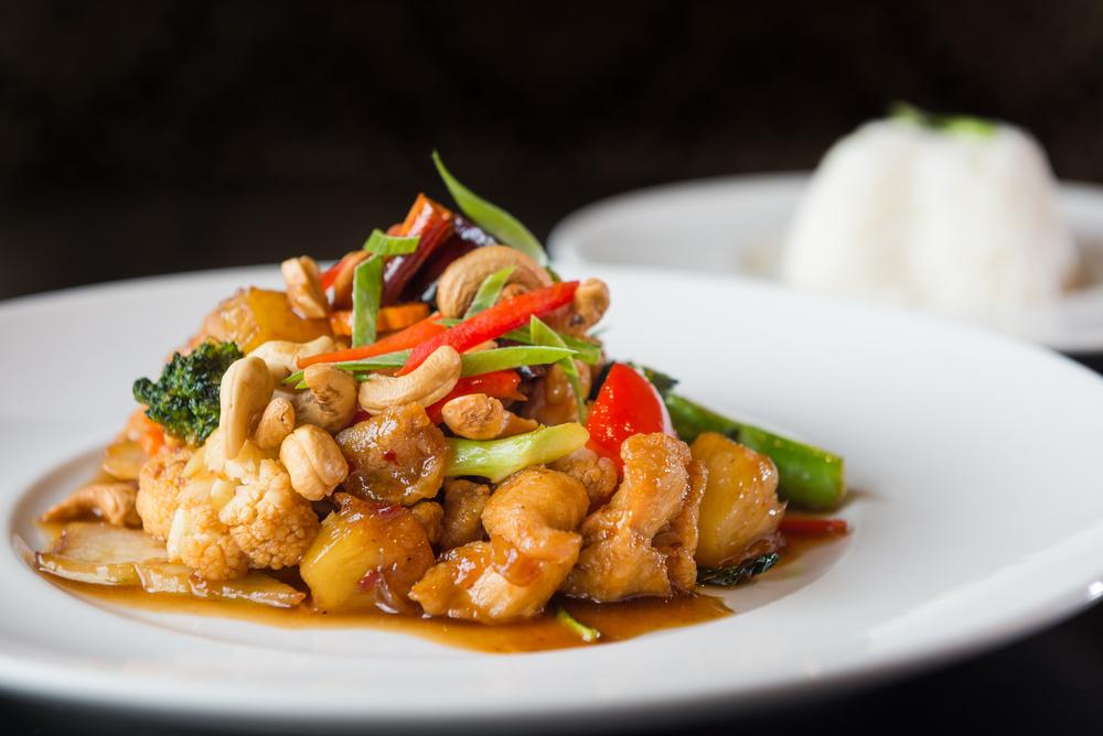 Restaurante Tailandés Demandado por Pagar Salario por Turno a los Camareros