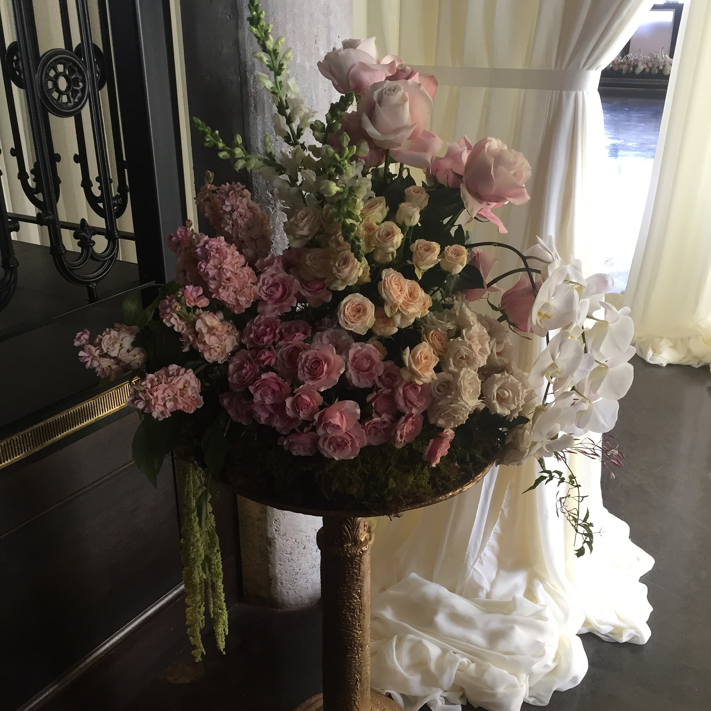 welcoming arrangement richmond wedding florist virginia
