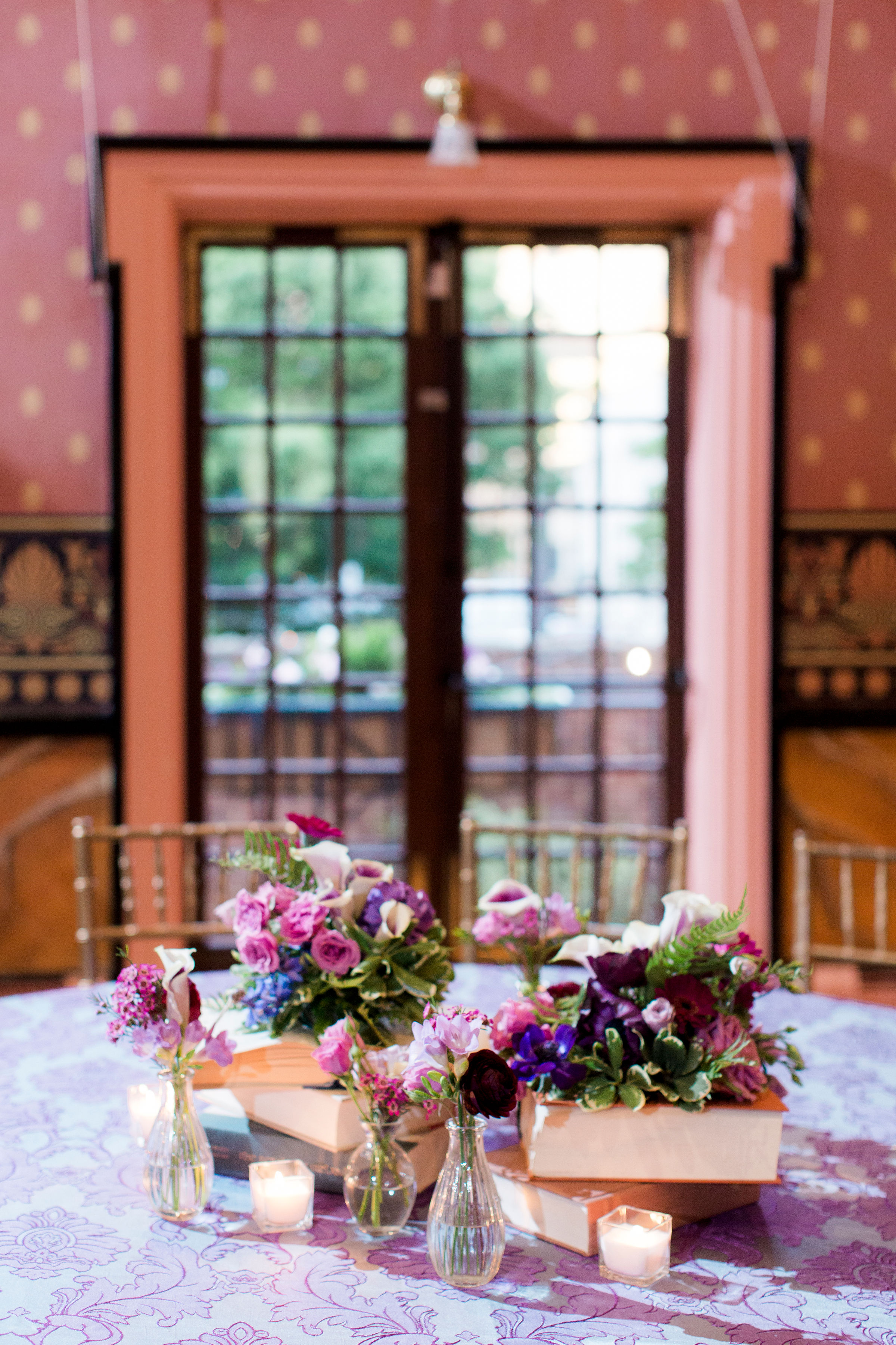 tablescape with books wedding flowers centerpieces bolling haxal house richmond virginia wedding florist