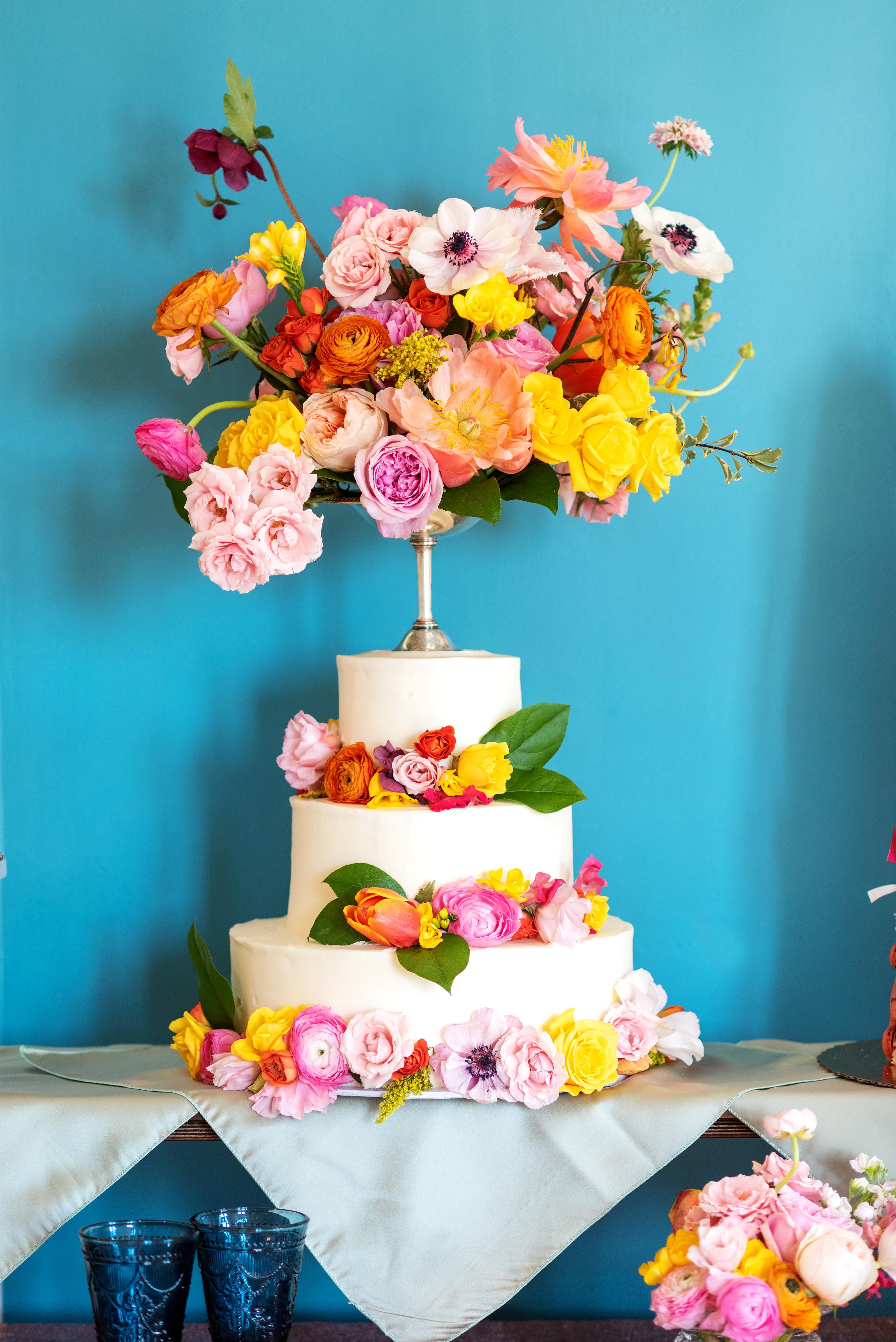 flowers wedding cake richmond wedding florist virginia floral compote cake