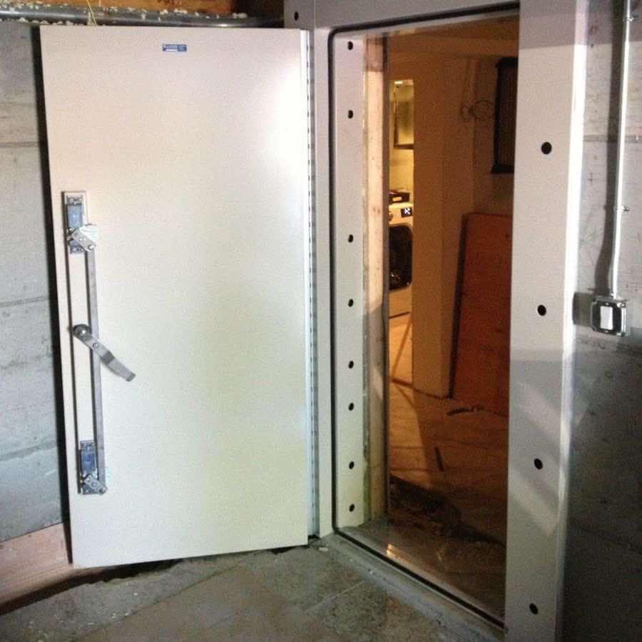 Mechanical flood door