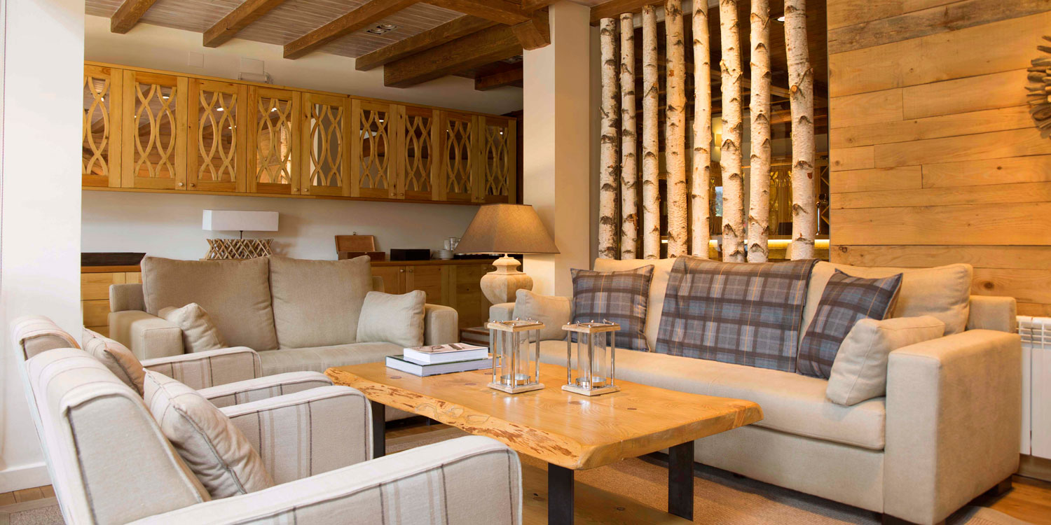 Lounge area at Eira Ski Lodge