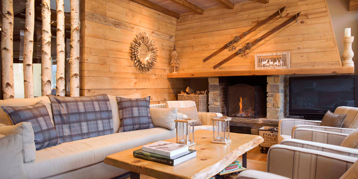 Informal sitting room at Eira Ski Lodge