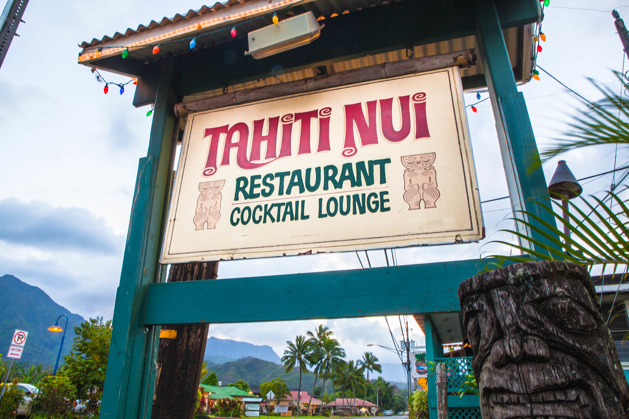 tahiti nui restaurant cocktail lounge sign