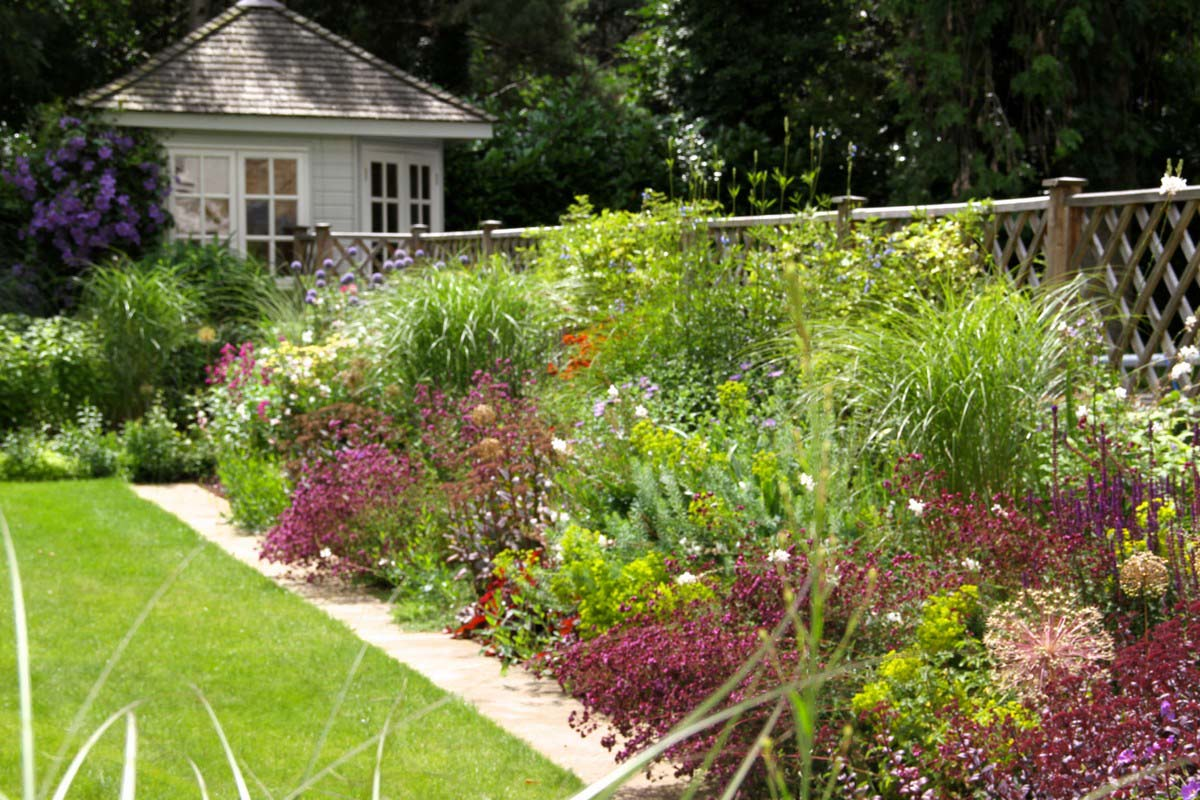 Tessa Hobbs - A Flower Garden - Garden and Design