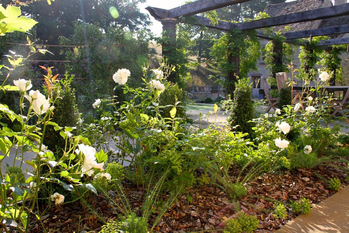 Tessa Hobbs - A Country Garden | Garden and Design