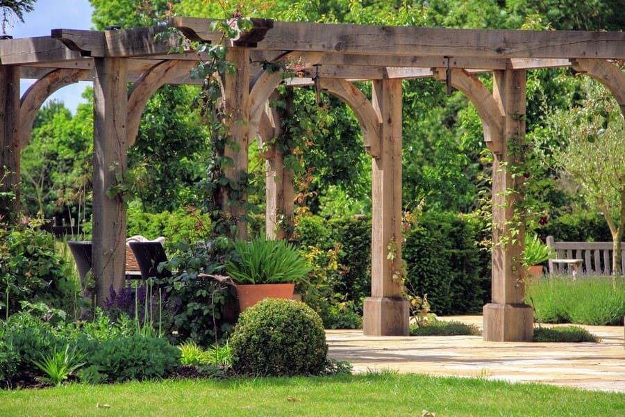 Tessa Hobbs - Landscape Gardens and Surrounds