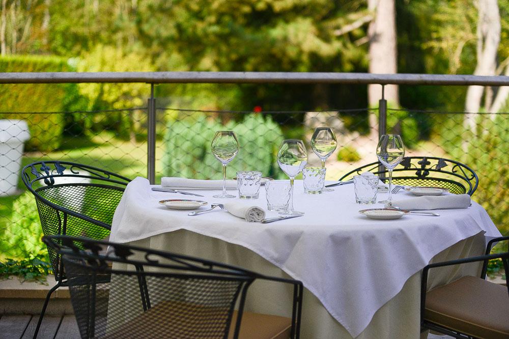 Table en terrasse bord de Vesle photo Ubaldo lecca