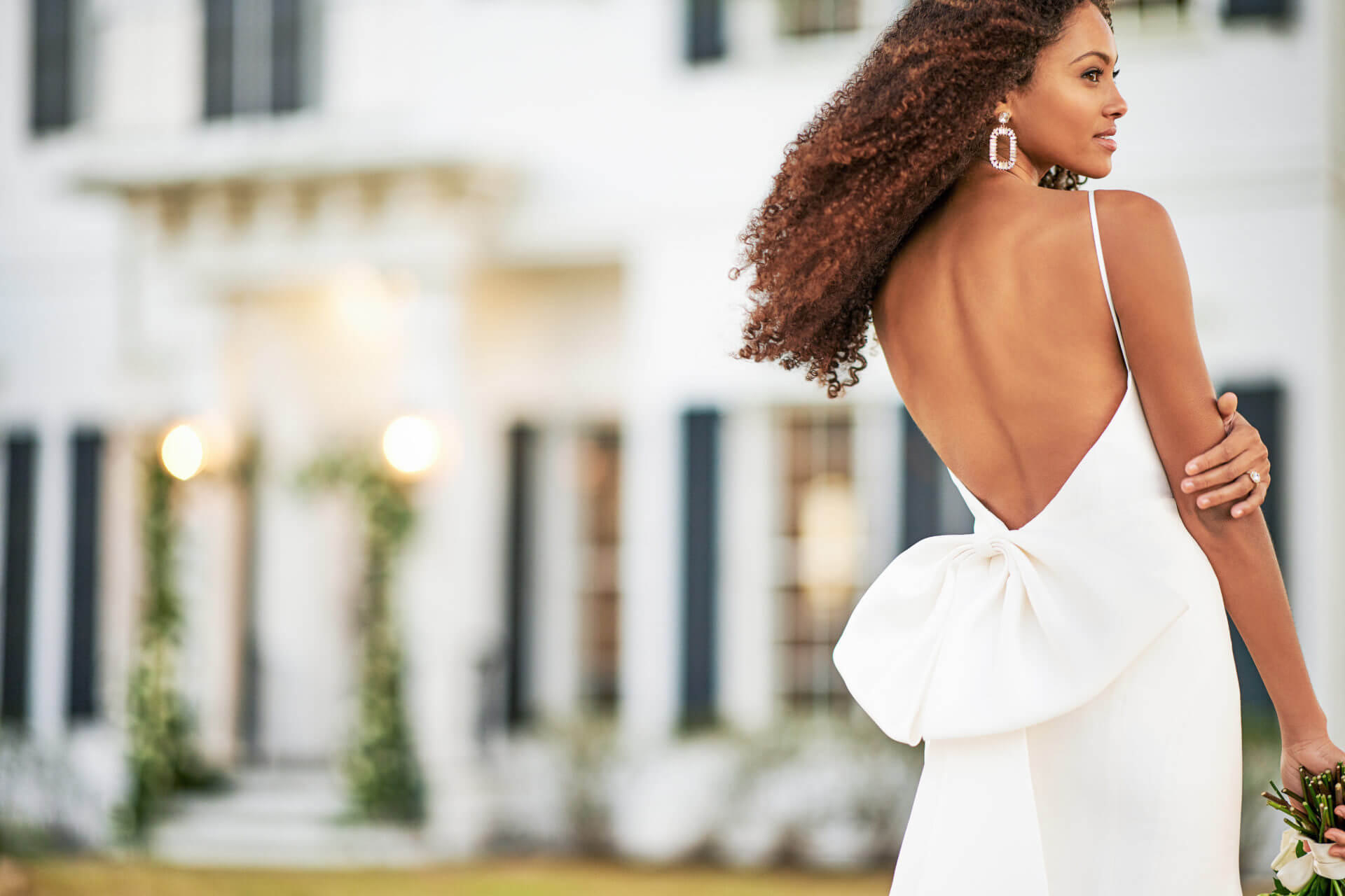 8 Tips For Wearing a Backless Wedding Dress