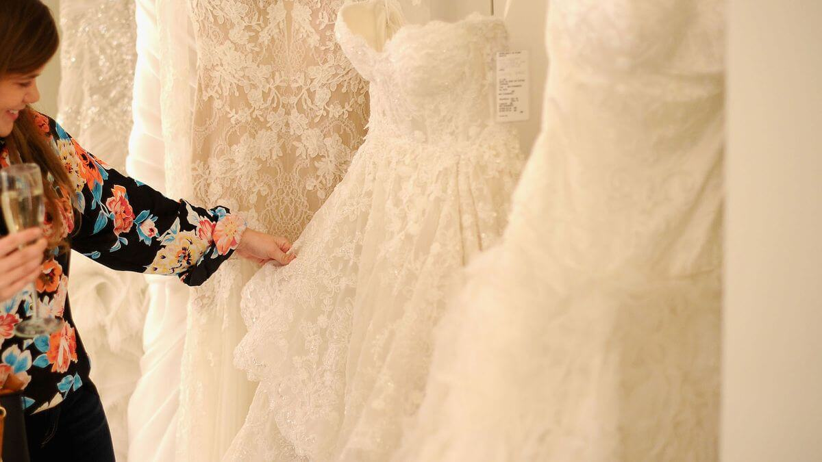 What to Know Before Your First Wedding Dress Trunk Show