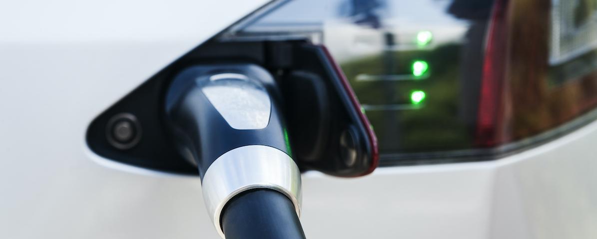 Bilde av en elbil som lades