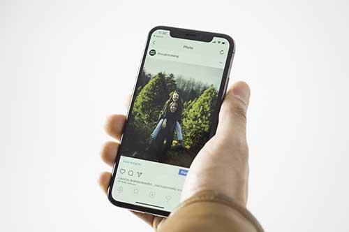 smartphone con tienda virtual publicada
