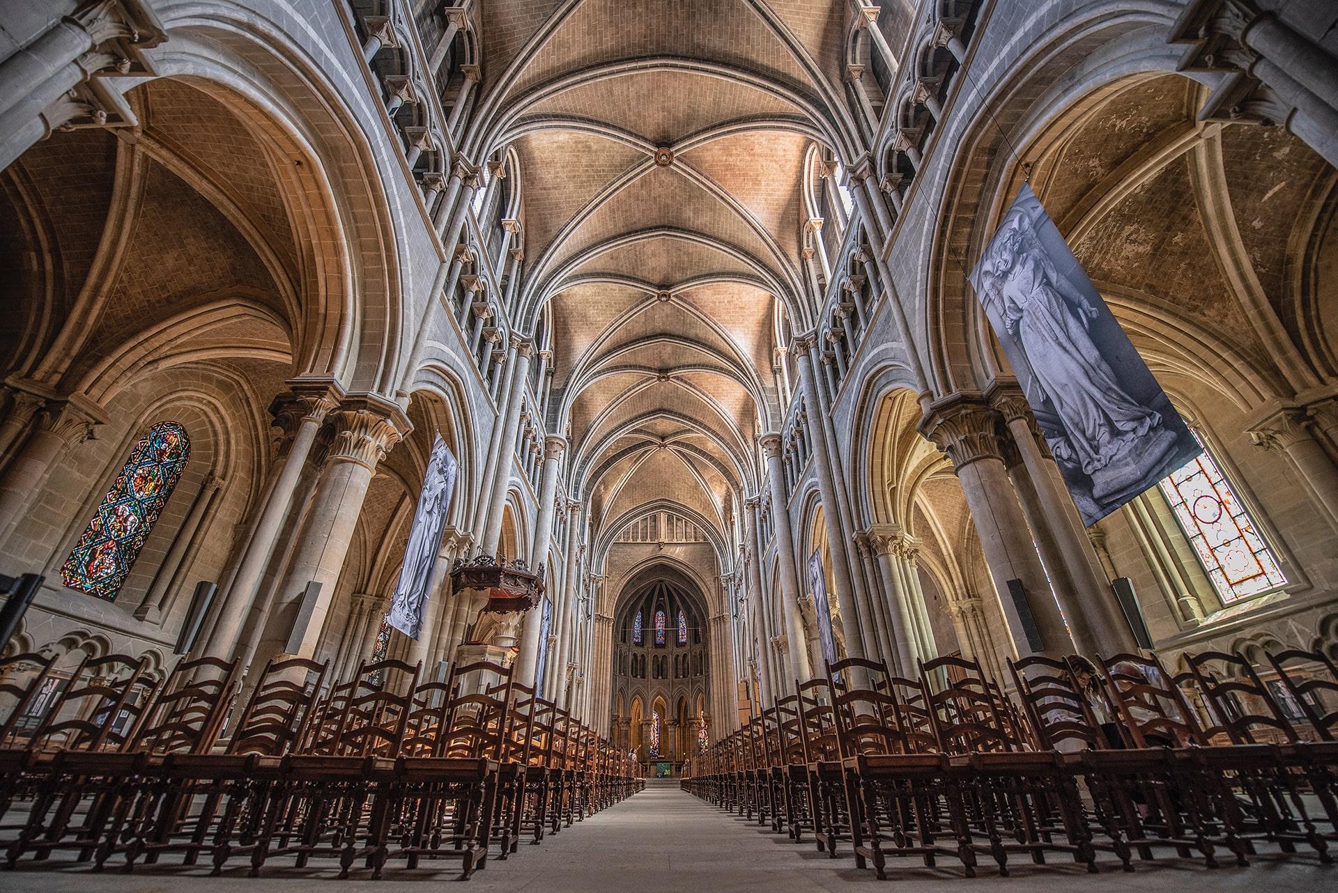 Blog Lifestyle - La Cathédrale construite en forme de croix - Suivre sa Joie - Saskia Parein