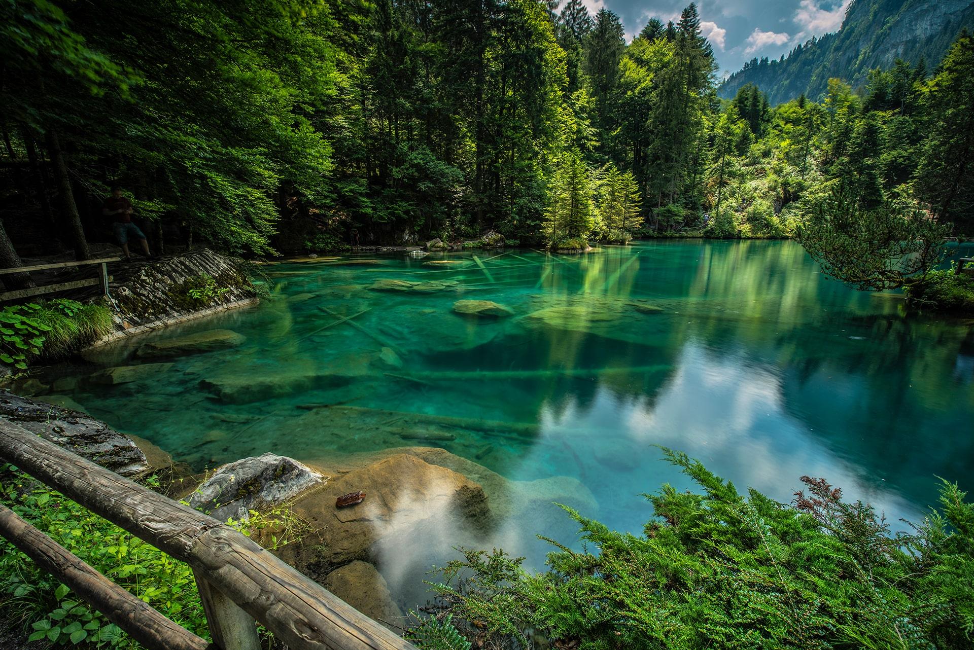 Blog Lifestyle - Le lac bleu typique des montagnes - Suivre sa Joie - Saskia Parein