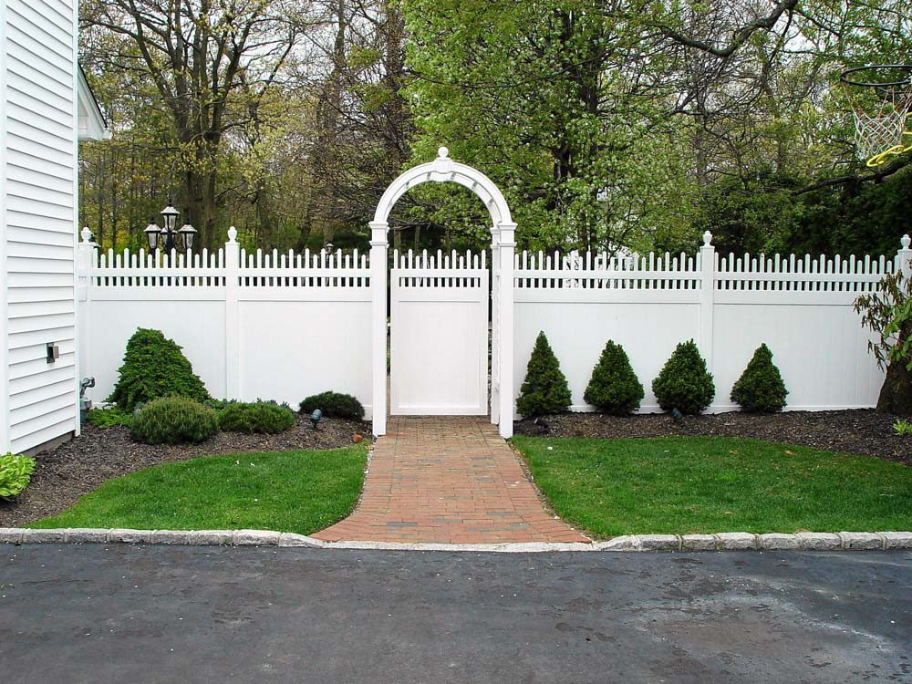 PVC fence with Victorian top in Long Island, NY
