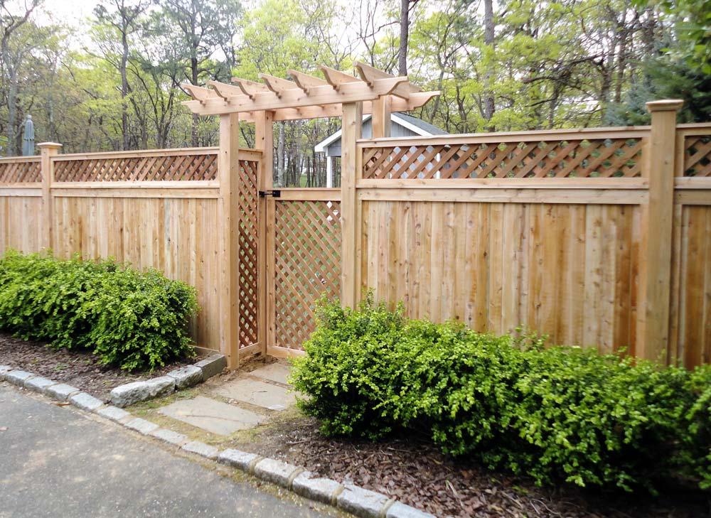 East Hampton Lattice Top Fence