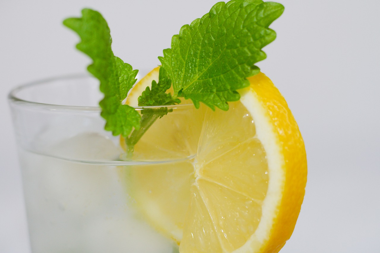 The Go-To Guide For Lemon Balm Tea - Cup & Leaf