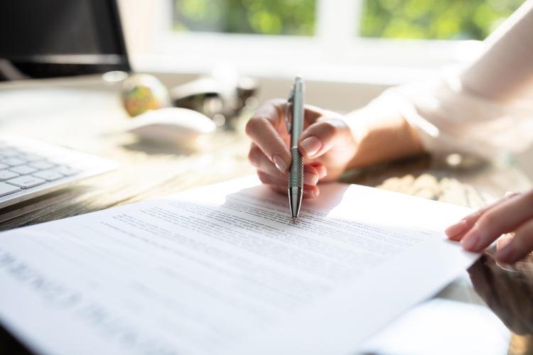La notice d'information, transmise avant la conclusion du contrat, reprend les dispositions communes à tous les assurés.