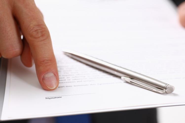 Le contrat d'assurance de prêt clarifie l'engagement entre l'assureur et l'assuré sur les conditions d'activation des garanties.