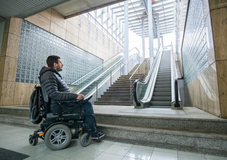 Face aux difficultés d'assurer un bénéficiaire de l'Allocation Adultes Handicapés (AAH), il existe heureusement des solutions !