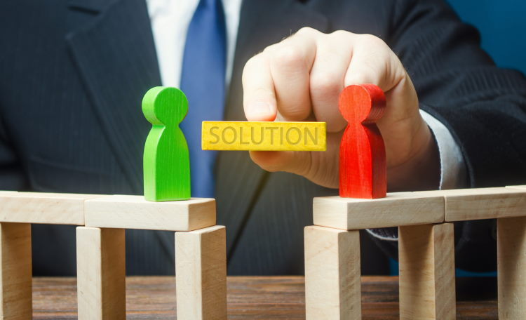 Le médiateur de l'assurance est impartial et indépendant : il est sollicité pour trouver une solution à l'amiable entre une compagnie d'assurance et son assuré.