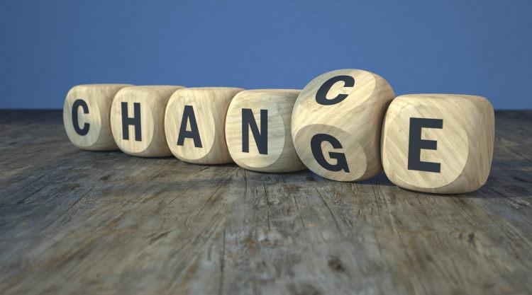 En 2008, la loi Châtel limite les effets de la reconduction tacite des contrats d'assurance de prêt.