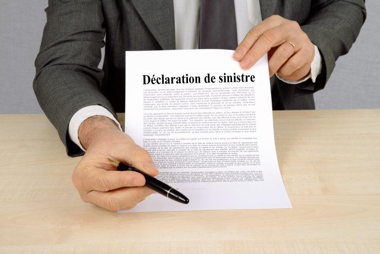 Essentielle pour toucher les indemnisations prévues au contrat, la déclaration du sinistre doit être opérée dans le délai imparti, variant d'un assureur à l'autre et d'une garantie à l'autre.