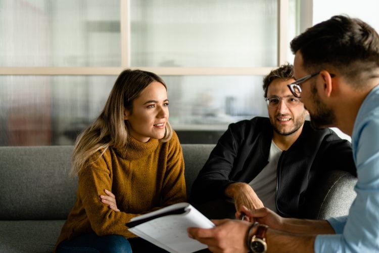 Le devoir de conseil en assurance va au-delà du devoir d'information, en expliquant les subtilités du contrat à l'emprunteur, afin qu'il en comprenne bien les termes.