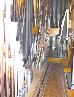 Pipes in the Swell Chamber