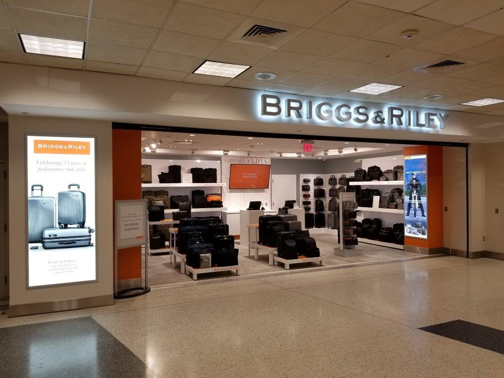 Briggs & Riley airport storefront
