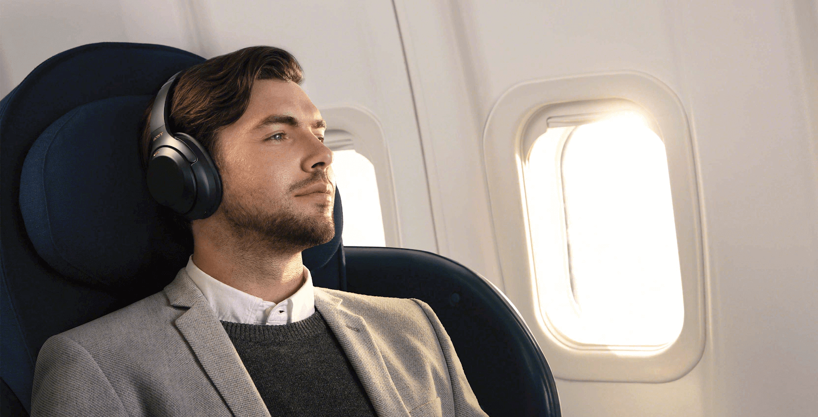 Man plane Sony WH-100XM3 Headphones