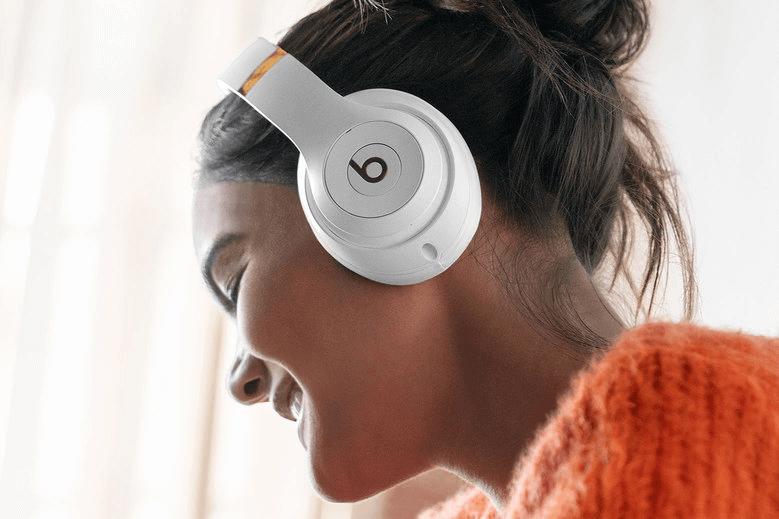 women using beat studio3 wireless headphones