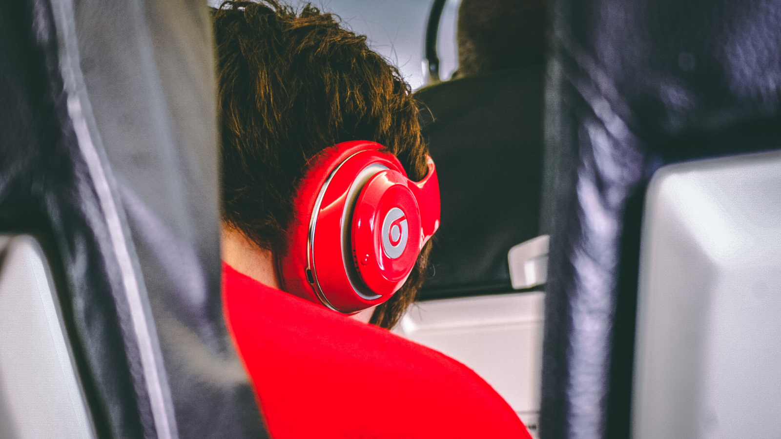 Block out the outside world with state-of-the-art noise-cancelling technology from InMotion
