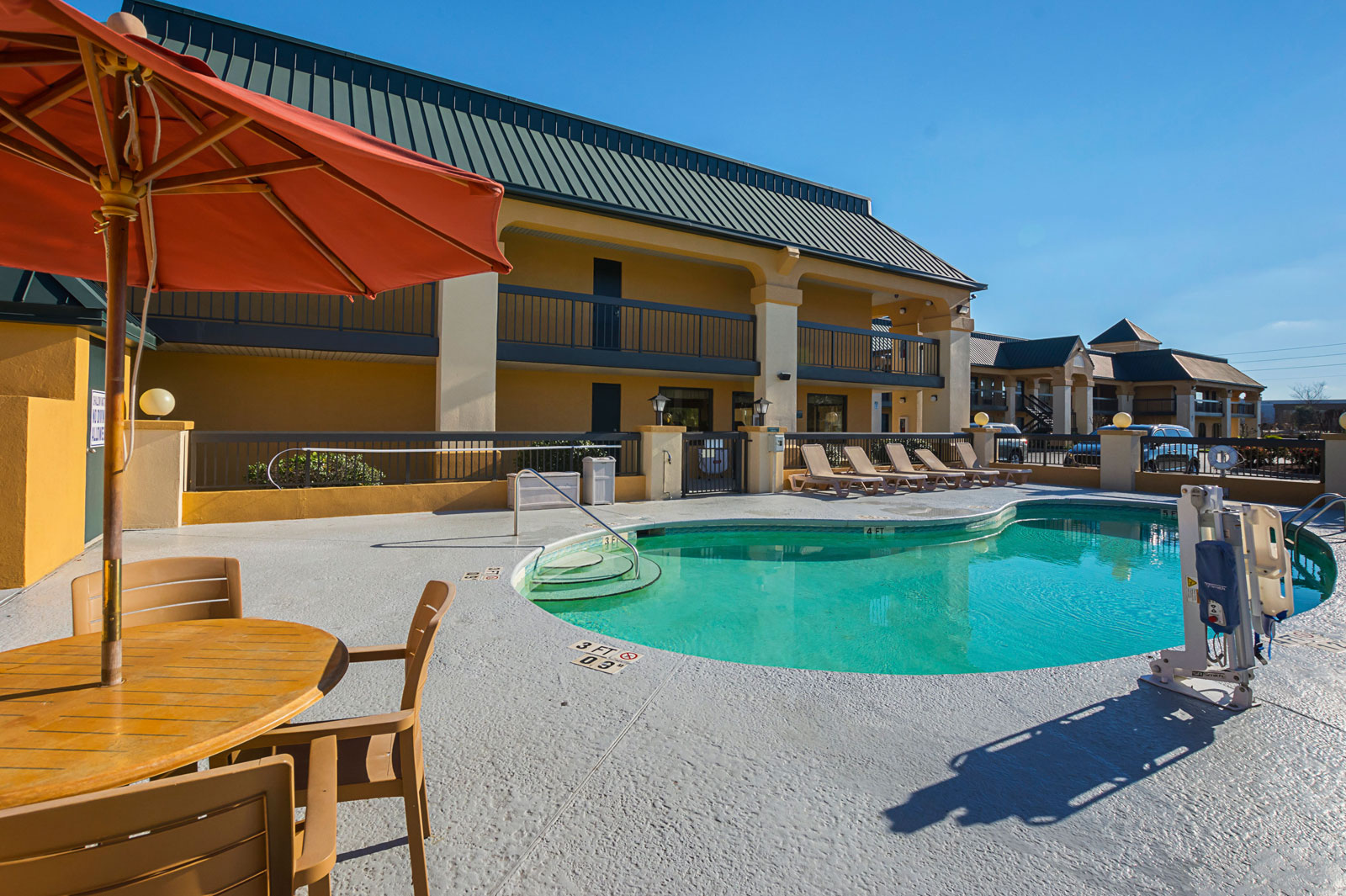 Quality Inn & Suites Florence Civic Center - South Carolina Pool Area